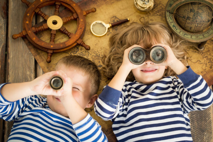 coronavirus tips for parents - two kids playing during social distancing